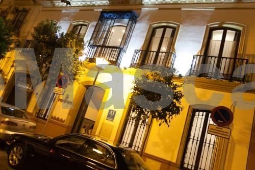 El Escondite de María Sevilla El Escondite de María is located in Seville, 1.2 km from Triana Bridge - Isabel II Bridge. Plaza de Armas is 1.2 km from the property. Free WiFi is featured . The accommodation is air conditioned and features a flat-screen TV with satellite...