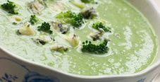 Суп с брокколи и сыром с плесенью