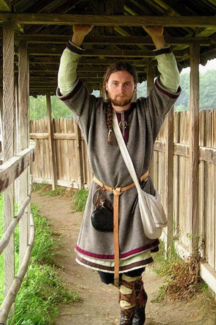 This is a Viking re-enactor, so he's well after Riodan's time. The lengths and density of the tunics are a really good physical reference, layers for warmth! I also feel that the heavier upper tunic's sleeves being half sleeves is very practical.