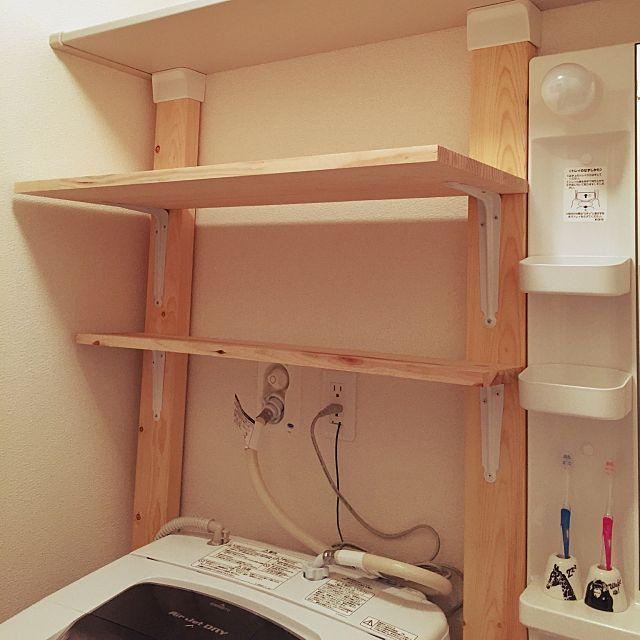 女性で、2LDKのハンズマン/ディアウォール棚/ツーバイフォー/バス/トイレについてのインテリア実例を紹介。「ディアウォールをお風呂場に設置して、タオル置き場を確保致しました( •̀∀•́ )✧」(この写真は 2015-06-27 17:14:44 に共有されました)