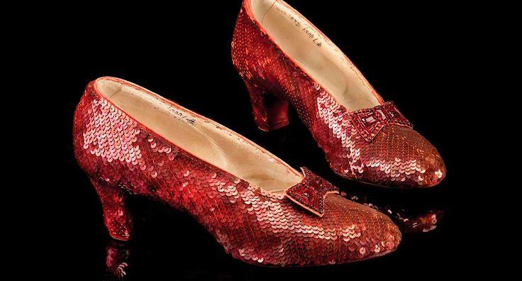 El sueño de toda mujer es tener un armario repleto de zapatos. No importa cuántos tengamos, nunca son suficientes. Ahora, imagina tener unos repletos de diamantes. Es por eso que te presentamos la lista de los zapatos más caros del mundo. Porque soñar, también se vale.