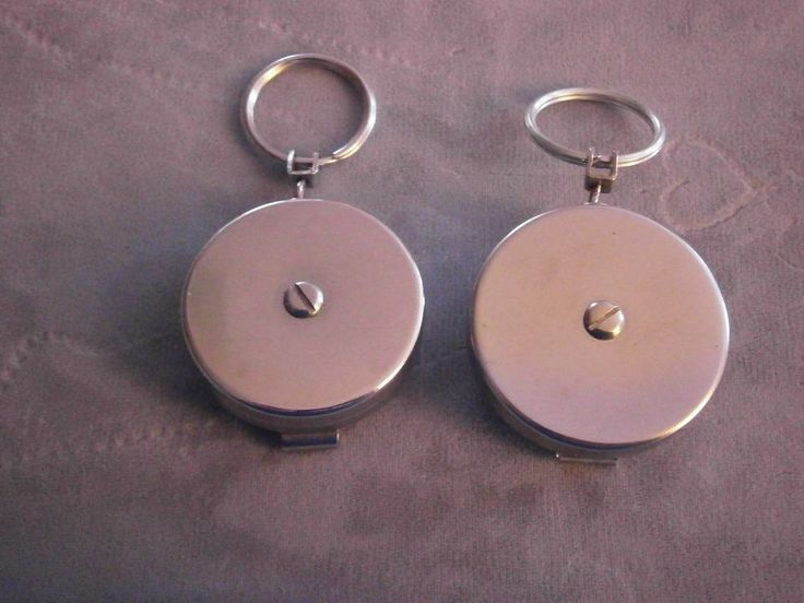 2 Vintage Redi-Key Retractable Key Chain Ring Belt Clip Gold and Silver Chains