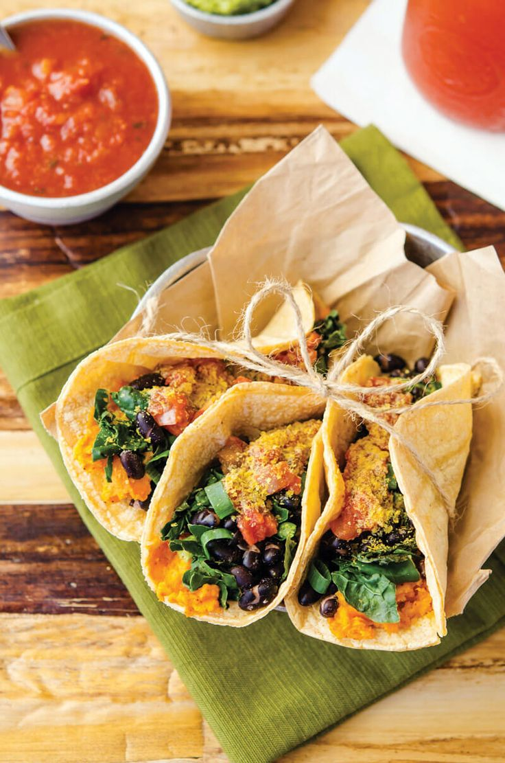 Breakfast Tacos Recipe: I'm always looking for ways to slip more vegetables into my diet (particularly at breakfast) and this easy vegan breakfast recipe hits the nail on the head!