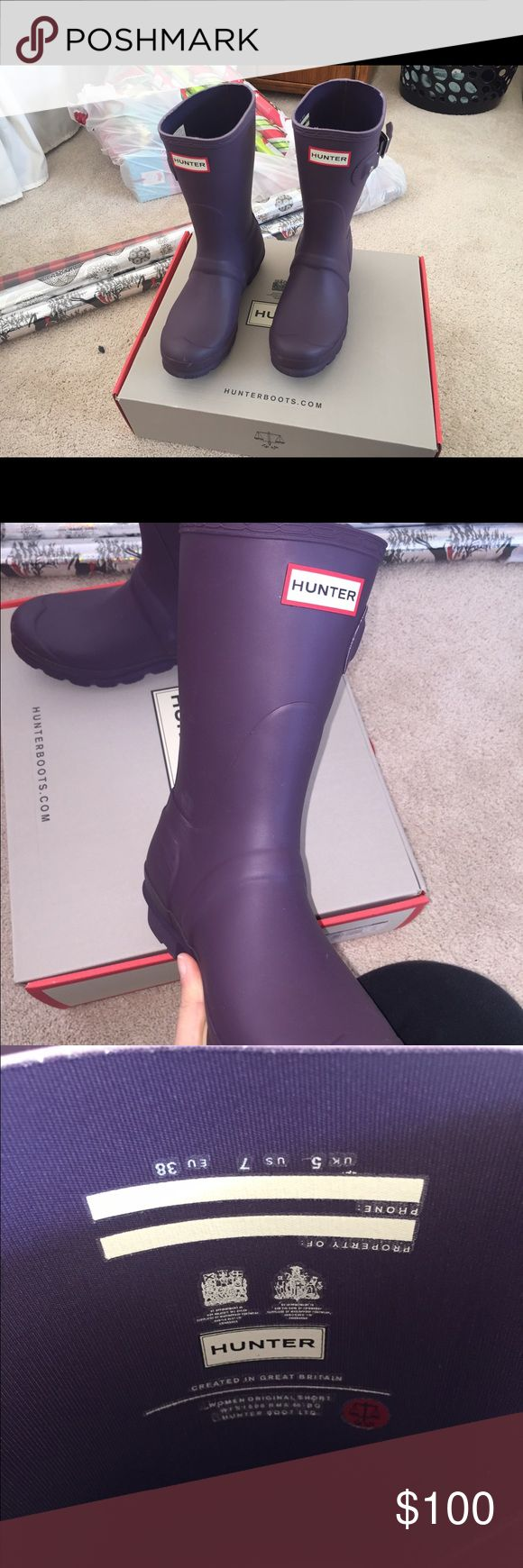 Women's short matte hunter boots Size women's 7. Bought before Christmas but I can't seem to find the right size for my foot. I wore them one time at college and realized that they were too small. Comes in original box!  In brand new condition Hunter Boots Shoes Winter & Rain Boots