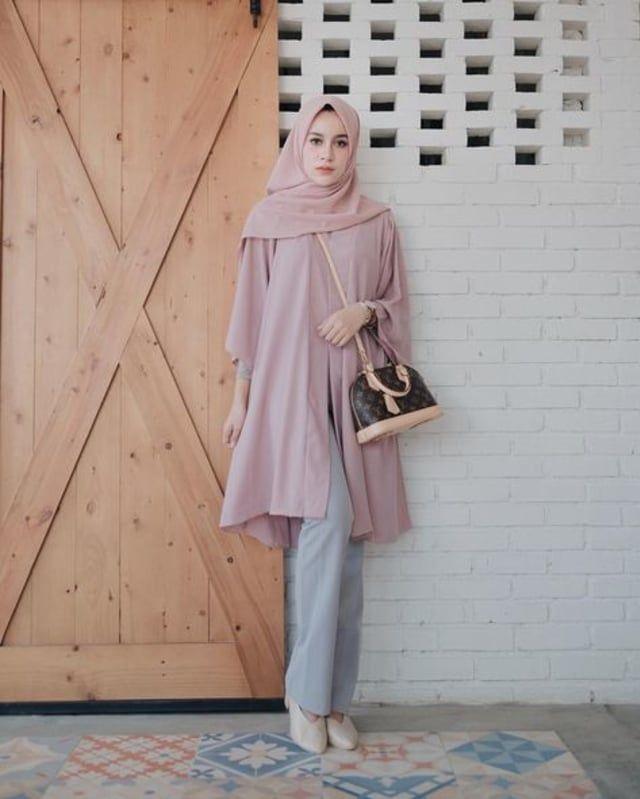 Perpaduan Warna Baju Dan Hijab