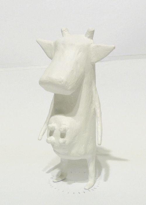 vaca realizada en cartapesta