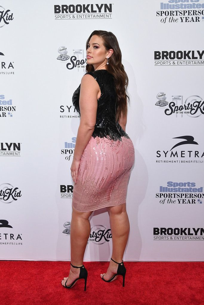 Ashley Graham Photos Photos - 2016 Sports Illustrated Swimsuit Cover Model Ashley Graham attends the Sports Illustrated Sportsperson of the Year Ceremony 2016 at Barclays Center of Brooklyn on December 12, 2016 in New York City. - Sports Illustrated Sportsperson of the Year Ceremony 2016