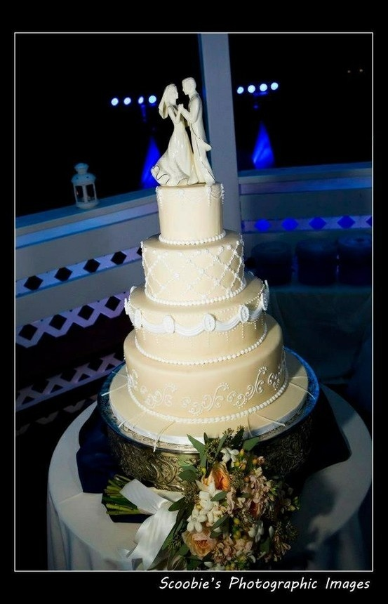 wedding cakes delivered 1000 images about wedding cakes on 8870
