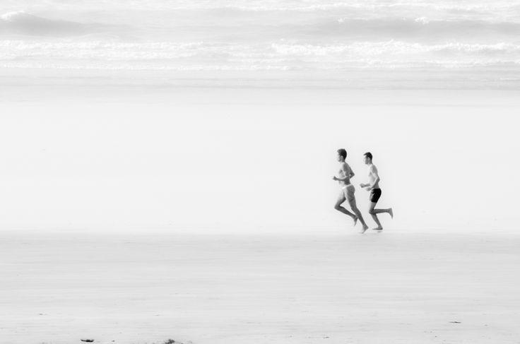 Enzo Azzolini | Corsa sulla spiaggia #Amicizia #Amore #Mare #Persone #fotografia