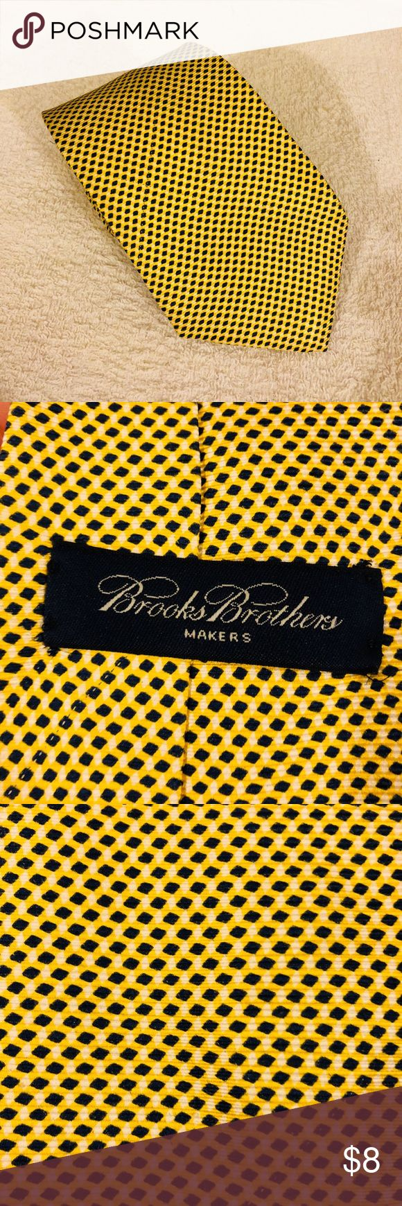 Brooks Brothers Gold, Navy & White Check Tie Brooks Brothers Gold, Navy Blue and White Check Silk Necktie! Great condition! Please make reasonable offers and bundle! Ask questions! Brooks Brothers Accessories Ties