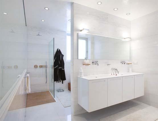 White Bathroom Bakoko Design Matsudo Mansion  decojournal.com