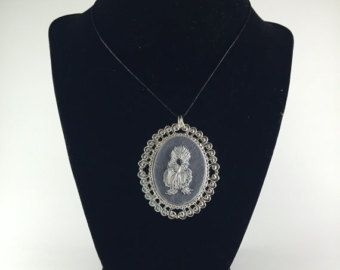 Items similar to Margarita hand embroidered  necklace with daisies on Etsy