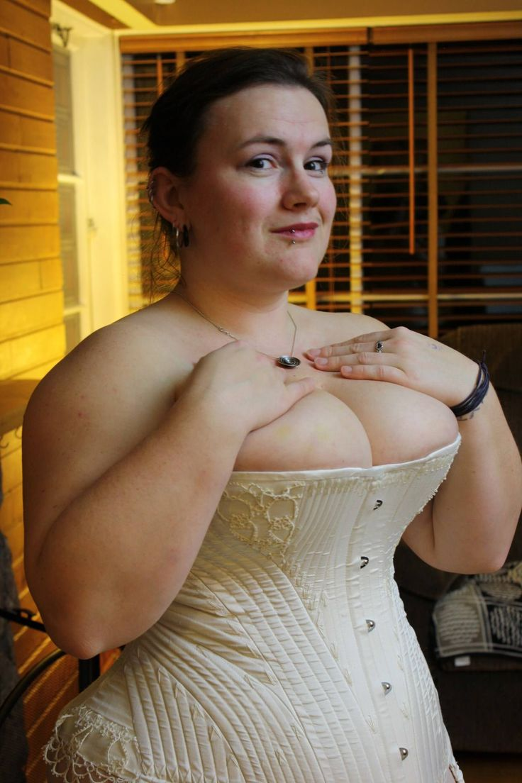 Luscious Pearl Designs modelling her own historical recreation of the 1862 Strauss patent corded demibust | Plus size corsets on Lucy's Corsetry