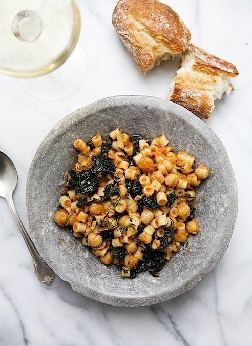 PASTA CON GARBANZOS Y COL RIZADA (Ditalini with Chickpeas, Kale and Garlic-Rosemary Oil) #RecetasConPasta #RecetasConGarbanzos #RecetasFaciles