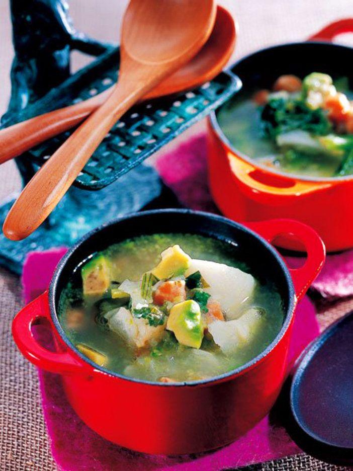鍋の中でことこと煮込んだかぶとひよこ豆は、後から加えたアボガドと同じくらいに軟らかい。|『ELLE a table』はおしゃれで簡単なレシピが満載!