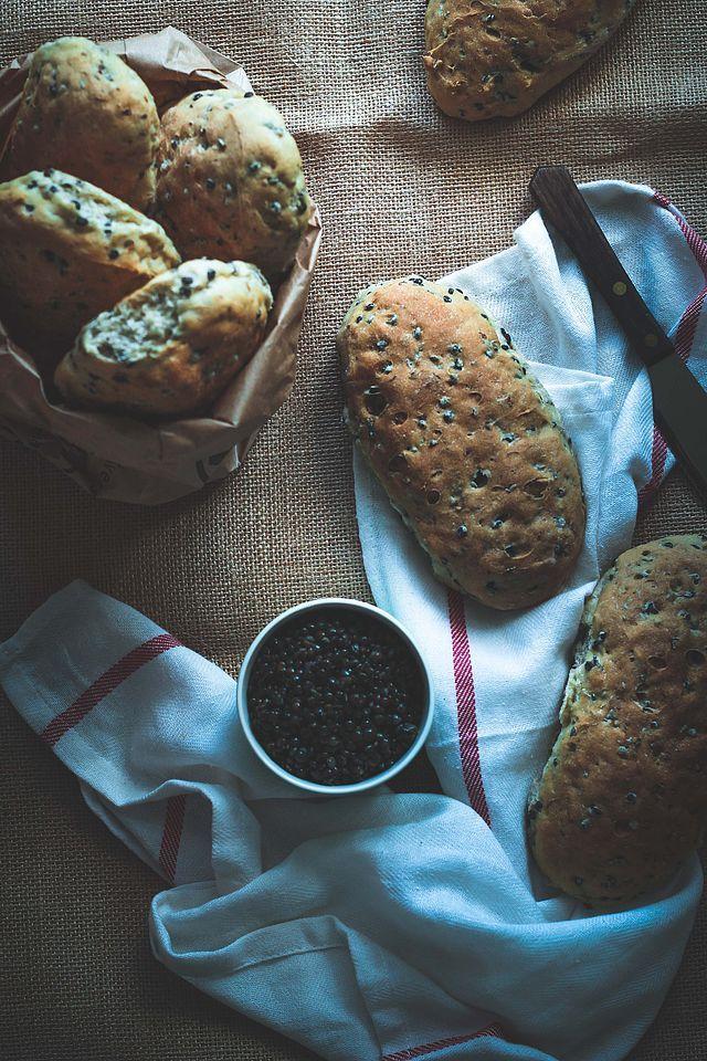 Saftige brød med belugalinser (via Bloglovin.com )