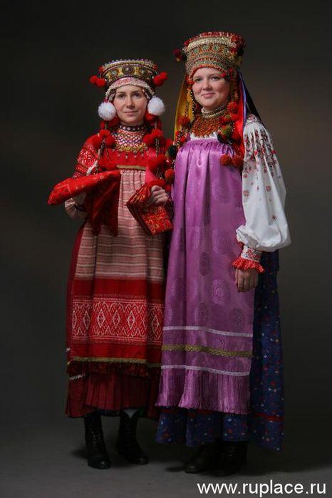 Europe | Two woman in traditional clothes and headdress, a kokoshnik, Voznesensky District, Nizhny Novgorod province, early twentieth century, Russia