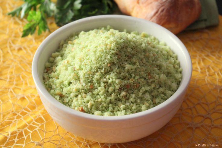 Come si fa il pangrattato aromatizzato per farciture panature, con e senza Bimby? Scoprilo in questa ricetta. Metodo per riciclare il pane.Si puo' congelare