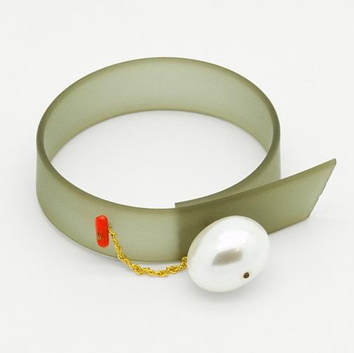 Contemporary stylish jewellery / Bracelet - Khaki MOTHER-OF-PEARL from Supermandolini