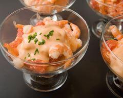 Verrines de crevettes, pamplemousse cocktail : http://www.cuisineaz.com/recettes/verrines-de-crevettes-pamplemousse-cocktail-55941.aspx
