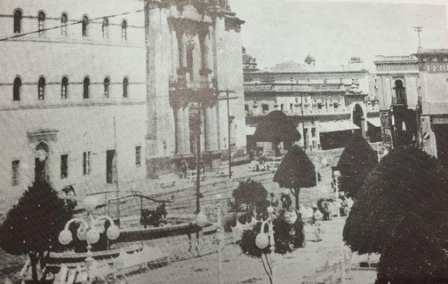 Inundación. Junio, 1888. Calle Real de Guanajuato (Madero). //pagead2.googlesyndication.com/pagead/js/adsbygoogle.js(adsbygoogle = window.adsbygoogle || []).push({}); Años 30´sPortal de las Tullerías. 1890.Entrenamiento Club León, 1946. Estadio Fernández Martínez.//pagead2.googlesyndication.com/pagead/js/adsbygoogle.js(adsbygoogle = window.adsbygoogle || []).push({}); Tranvía, 1888.La Plaza y su kiosco.