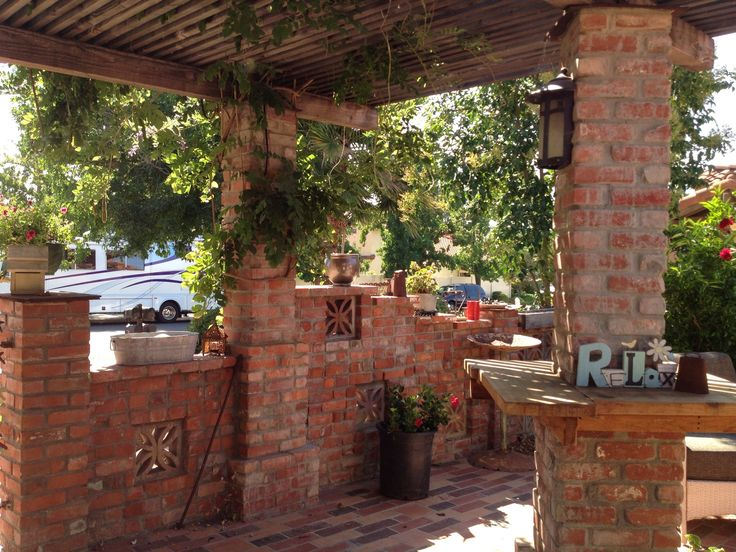 Front courtyard reused brick diy landscaping ideas for Landscaping a courtyard pictures