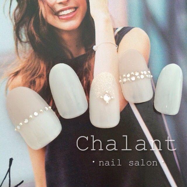♡8月キャンペーンデザイン♡ #chalant#シャラン#吉祥寺#ネイルサロン#nail#nails#art#gel#ネイル#ジェル#吉祥寺ネイルサロン#ホワイト#グレー#グレージュ#パール#ストーン#ラメ#バイカラー#大人ネイル#キャンペーン#キャンペーンネイル