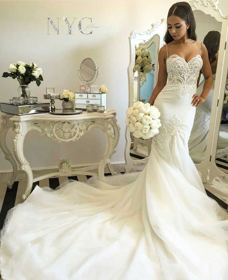 Leah Da Gloria. Follow us @SIGNATUREBRIDE on Twitter and on FACEBOOK @ SIGNATURE BRIDE MAGAZINE