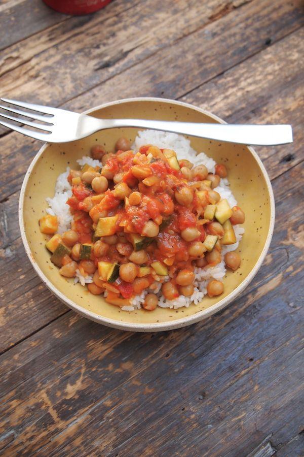 Pour les journées Marmiton d'il y a quelques jours Sanjee avait préparé un curry de pois chiche, je n'en avais jamais mangé et j'ai été complètement séduite! C'est ultra simple à faire très équilibré puisque les pois chiche mangés avec du riz forme des protéines végétales. Je vous propose ici ma version à laquelle j'ai …