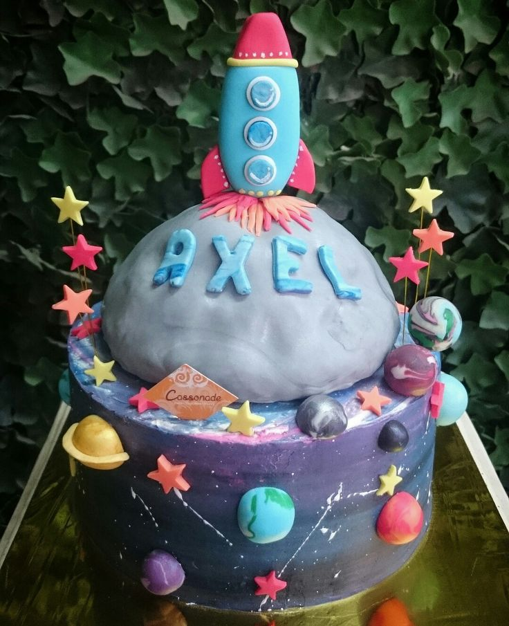 A Customized Galaxy Apple Pie Buttercream Cake, with a Moon shaped Rice Krispies Treats for Axel's Birthday! Surrounded with cute and beautiful Planets, Stars, and Space Rocket on top of the moon.  Can you tell which one is Mercury, Venus, Earth, Mars, Jupiter, Saturn, Uranus, Neptune, ans Pluto?  #cassonade #cassonadecake #applepie #galaxy #planets #universe #space  #Birthdaycake #Customizedcake #homemade #cakejkt #cakeonlinejkt #cakeshop #jktfoodbang