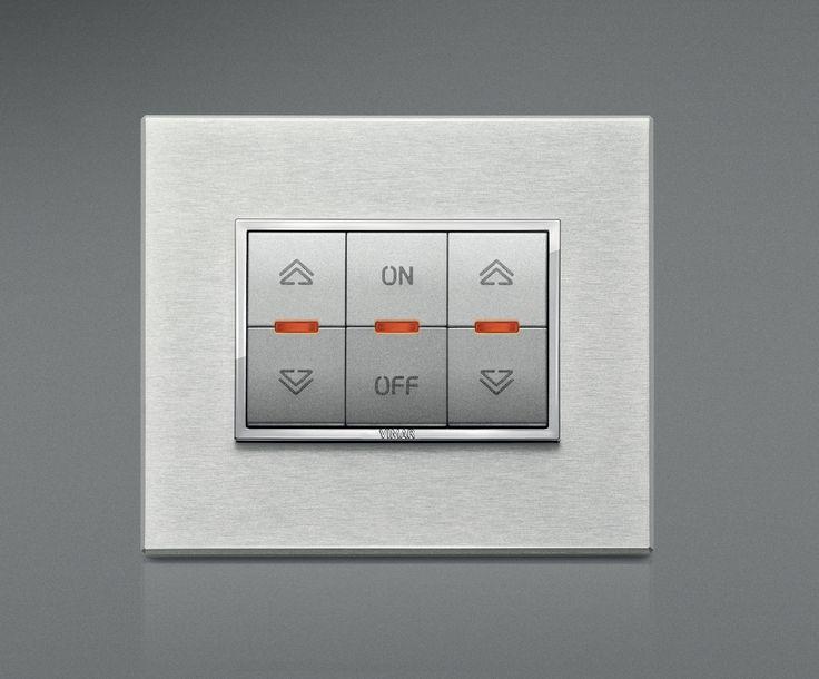 La serie civile Eikon e la domotica di Vimar. Eikon Evo in alluminio argento nobilitato con la funzione dimmer controllo illuminazione.