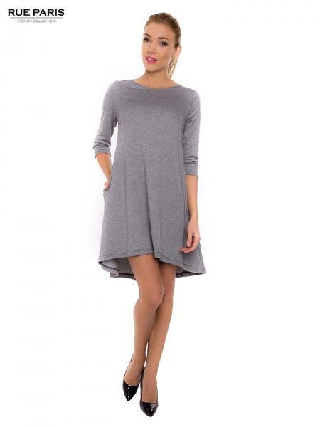 šaty Nadčasové modelu šaty šité z materiálu vo vždy módne houndstooth. Šaty je rez tón, s przedłużanym tribúnu. ideálny pre veľa príležitostí. http://www.cosmopolitus.com/sukienka-sukienka-model-nnsk15002-whiteblack-p-109265.html?language=sk&pID=109265 #mini #sukne #saty #elegantne #modne #sportove #lacne #jednoduchy #vzplanula