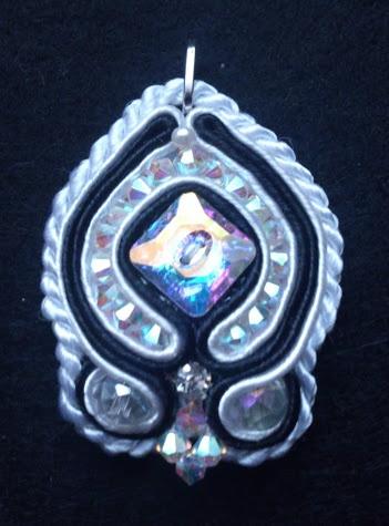 pendentif soutache avec perles swaroski