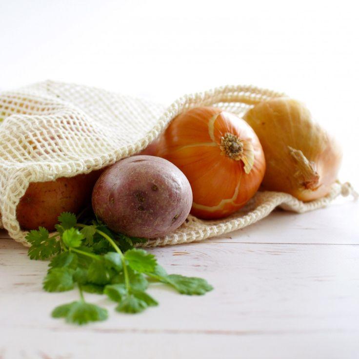Glem plastposer og bruk heller nettingposer i økologisk bomull når du handler frukt og grønnsaker i butikken. Nettingposene kan også brukes som vaskepose eller til å oppbevare skittent treningstøy. Fås som 3-pk.