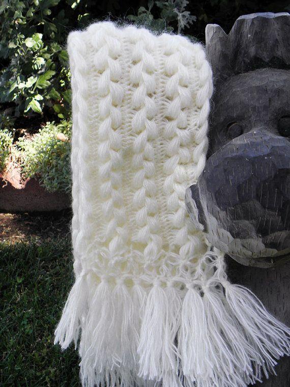Cachecol branco em crochê de grampo
