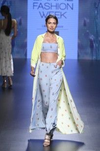Day 3 - With a playful take on nerdy fashion, Nishka Lulla stayed true to safe pastels and easy separates. Flowerpot prints dominated the peach and blue colour palette. Crop tops and palazzos were layered with summery trenches. #nishkalulla #shopofftherunway #perniaspopupshop #shopnow #happyshopping