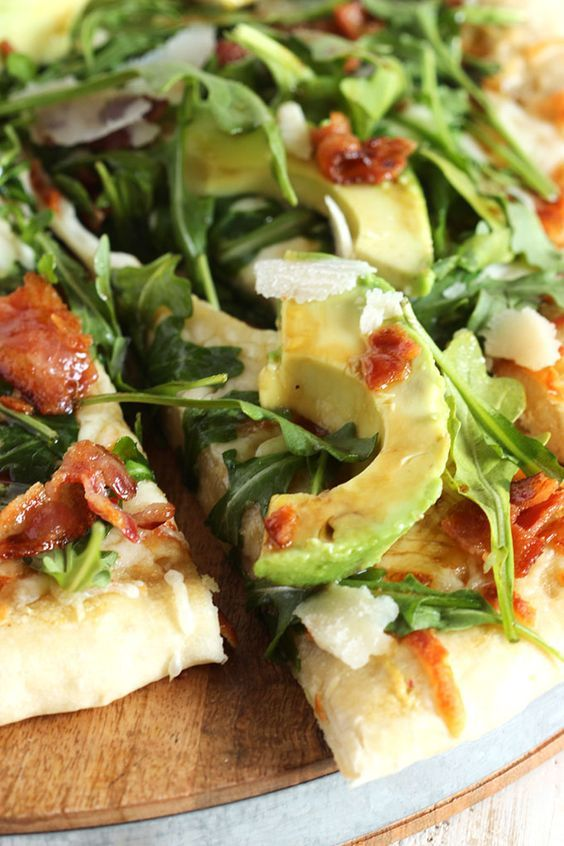 Inspired by California Pizza Kitchen, this pizza recipe is not lacking in the flavor department.  Ready in just 15 minutes! | @suburbansoapbox