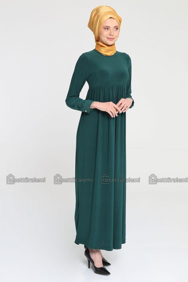Sandy kumaş, zümrüt yeşili robalı elbise.