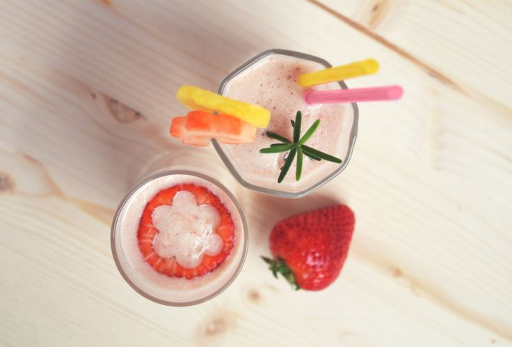 Read our new #recipe to recover #strength in #spring.  #smoothie #strawberry #pinapple #eggs #spring #food #snack #brunch #yogurt #cinnamon #pink #light #good www.leafnlife.com