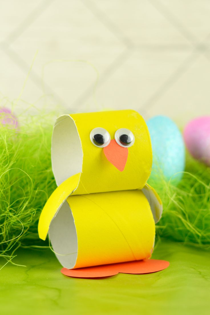 This super simple paper tube Easter Chick craft is a fun crafty project to do with your kids over the holidays.
