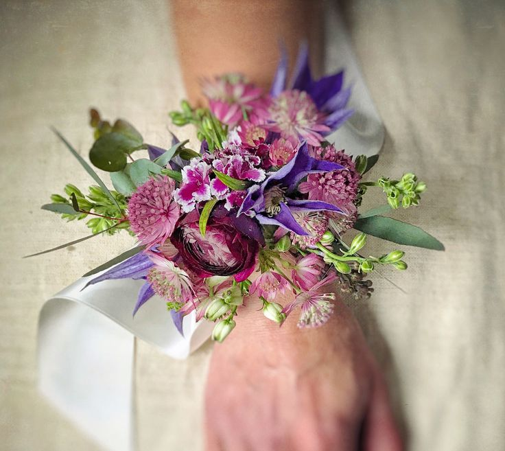Fresh flower Wrist Corsage for Bridesmaid or Prom