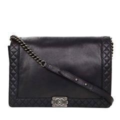 Chanel preto couro de bezerro Grande Boy Reverso Bag rt.  $ 5.300
