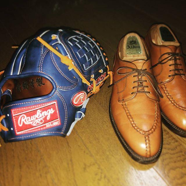 2017/07/17 20:41:34 ono.big.unchi 【革の手入れ②】  ローリングス🇺🇸オールデン どちらもアメリカの老舗。さすが革質ピカイチ。 ⚾オマー・ビスケルとデレク・ジーターを意識したグローブ。 👞ラストがしっくりきて7年履き続ける靴。  #rawlings #rawlingshoh #hoh #heartofthehide #baseballglove #orderglove  #alden #alden962 #962 #calfskin #aberdeenlast #mensshoes #shoecare #shoeshine  #ローリングス #ローリングスHOH #オーダーグローブ #オールデン #オールデン962 #アバディーンラスト