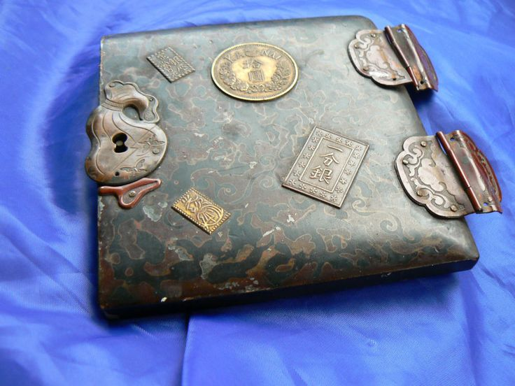 JAPANESE TREASURE BOX LAQUER WORK WOODEN DOOR WITH COINS