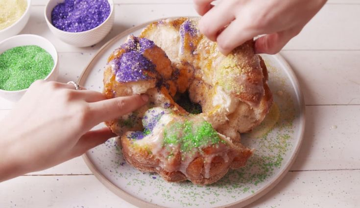 Mardi Gras King's Cake Pull-Apart Bread --Don't celebrate Fat Tuesday without it!