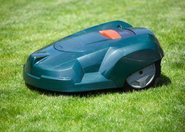 Obwohl ein Garten vor allem zur Entspannung da sein sollte, bringt er auch eine Menge Arbeit mit sich. Spare dir Zeit und Kraft mit diesen tollen Rasenmäher Robotern aus unserem Test. ;)