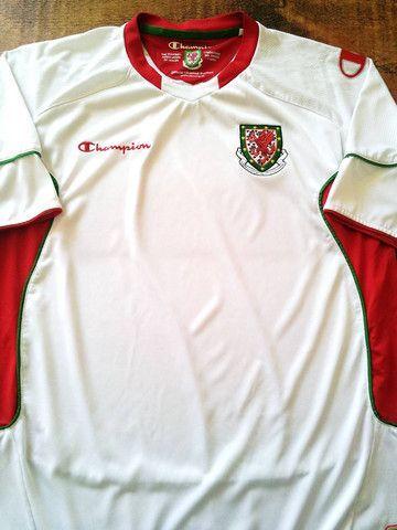 Relive Wales' 2009/2010 international season with this original Champion away football shirt.