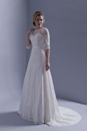 Robe mariages dentelle Automne - Hiver 2015 @ Hervé Mariage