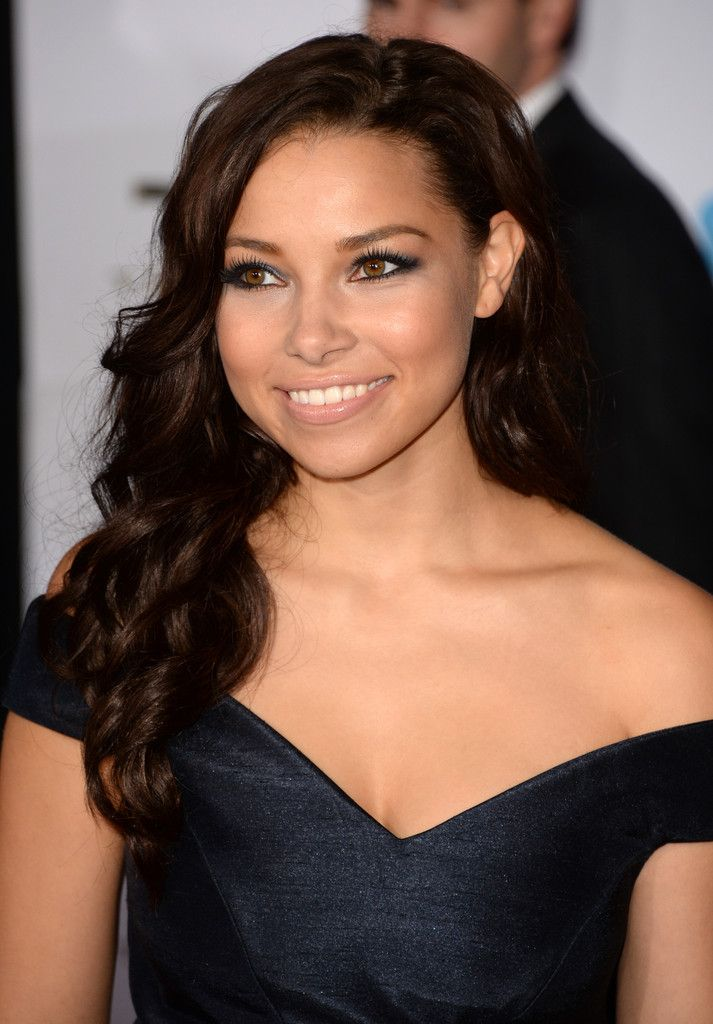 Jessica Parker Kennedy Long Curls - Jessica Parker Kennedy looked ultra feminine with her long curls and off-the-shoulder dress at the premiere of 'Thor: The Dark World.'