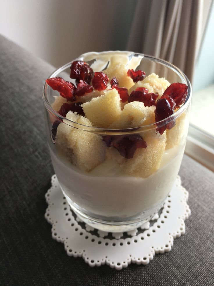 Greek yogurt with Tokyo banana and cranberries to light up my morning